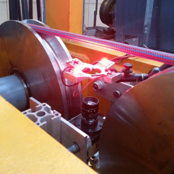 Automatisierte Überwachung von Faserseilen mit einer Zeilenkamera (c)
