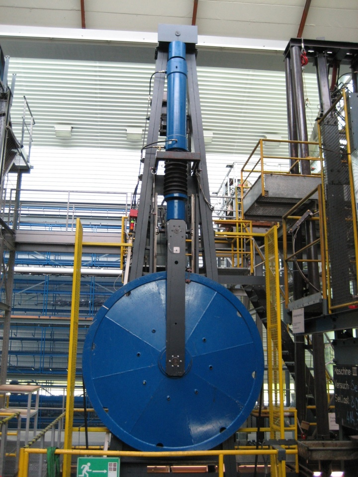 Dauerbiegemaschine mit einer Seilzugkraft von 500 kN